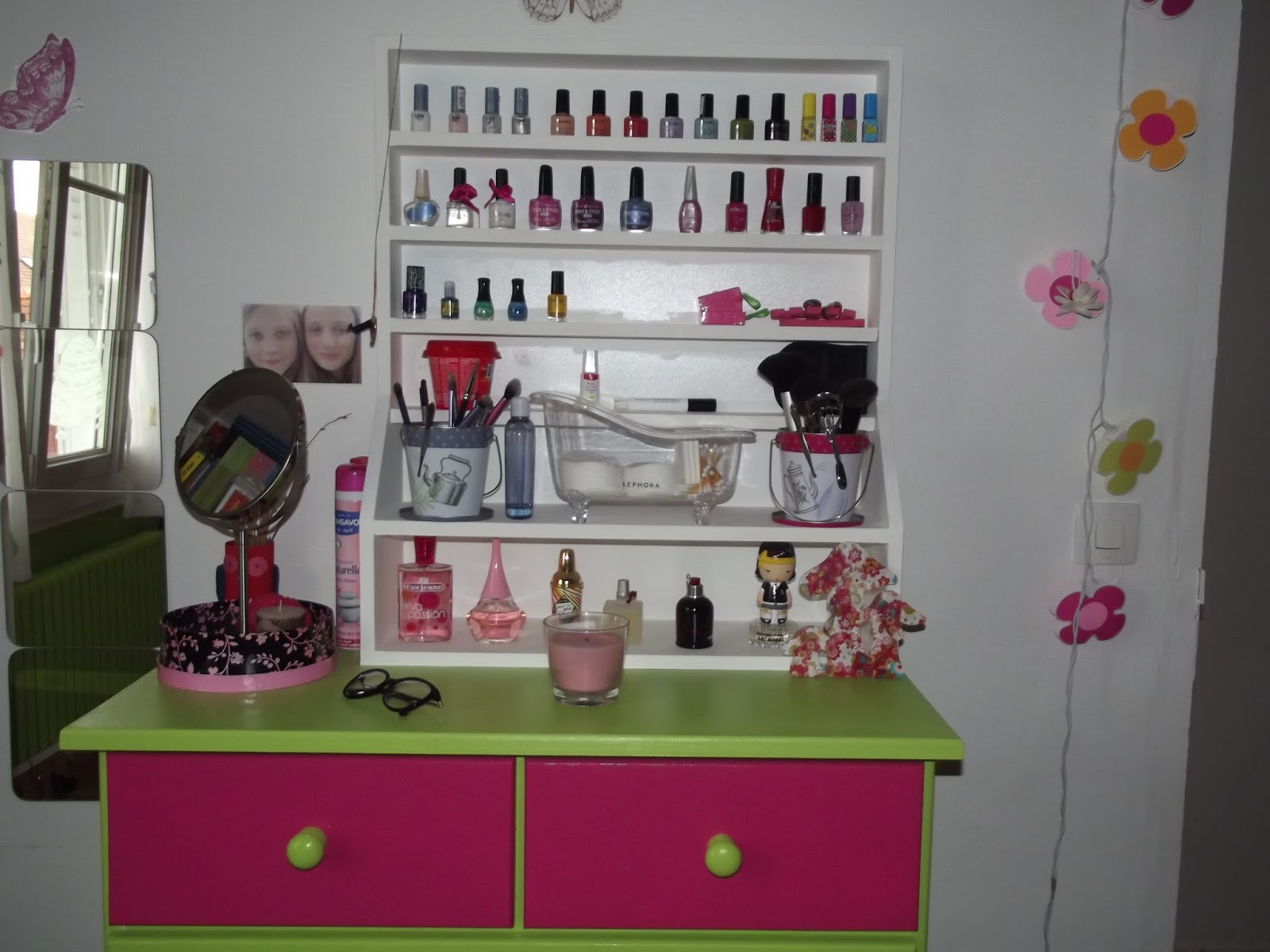 le blog de chic et choc mon rangement maquillage soins vernis. Black Bedroom Furniture Sets. Home Design Ideas