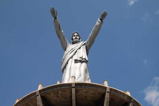 Foto Megah Patung Yesus di Buntu Burake