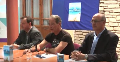 """Ηγουμενίτσα: Πλήθος κόσμου στην παρουσίαση του βιβλίου """"8 ιστορίες σε μπουκάλια που ξέβρασε η θάλασσα"""" (+ΒΙΝΤΕΟ)"""