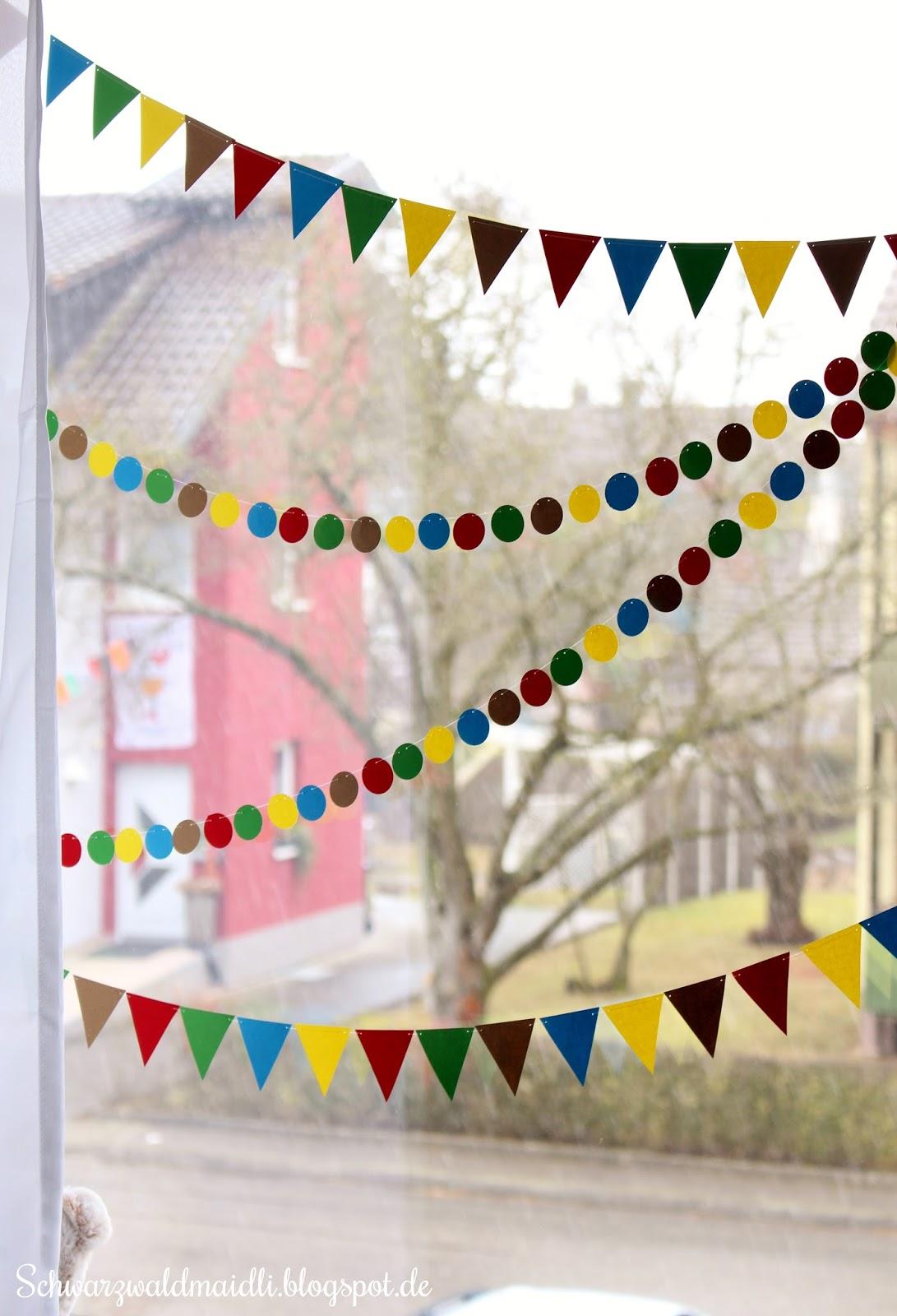 Schwarzwaldmaidli diy n rrische fensterdeko im kinderzimmer for Kinderzimmer fensterdeko