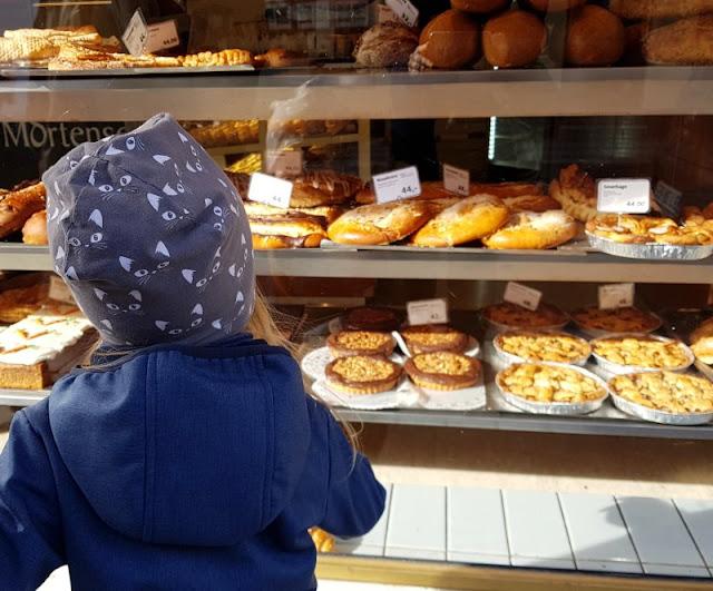 Bornholm mit Kindern im Herbst. Teil 2: Ankommen auf der Sonneninsel des Nordens. Unsere Kinder fanden die dänischen Backwaren super!