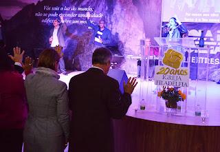 Louvor na abertura do culto de agradecimento pelo 125º aniversário de Teresópolis