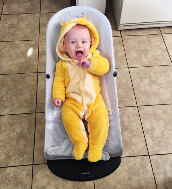 Dad dresses baby as Simba while on paternity leave