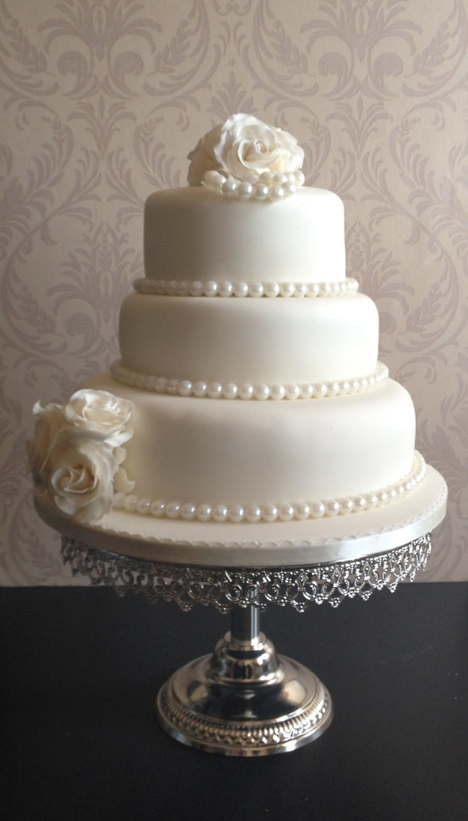 Carina's Cakes: ROSES AND PEARLS WEDDING CAKE