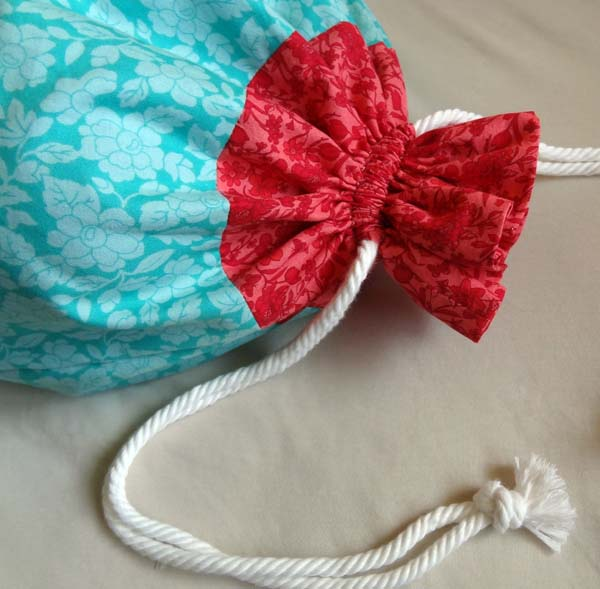 Twinkle and Twine: Tutorial: Two-Tone Drawstring Bag with