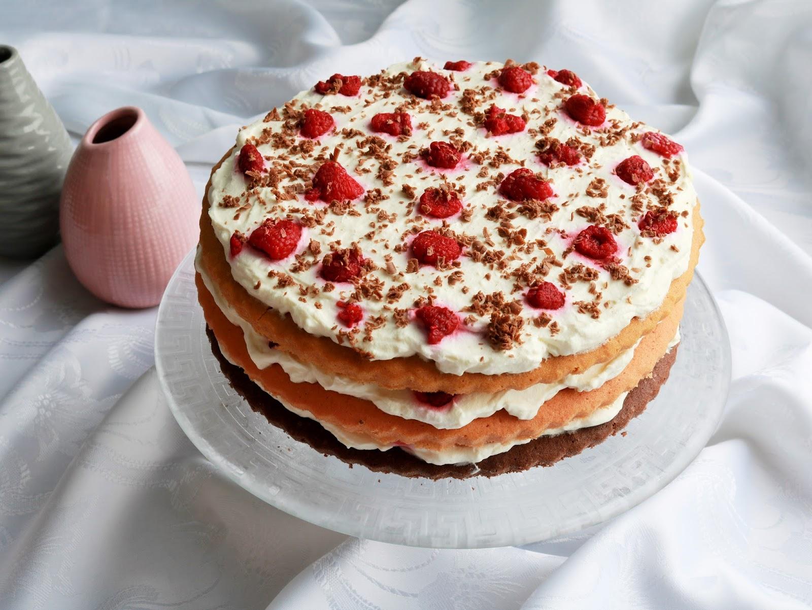 trójkolorowy tort malinowy