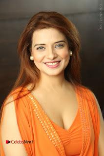 Actress Saloni Aswani Pos in Short Dress at Meelo Evaru Koteeswarudu Movie Interview  0003.JPG