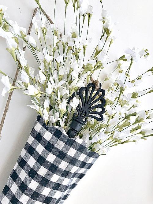 How to make a DIY umbrella for a Spring Umbrella Wreath.