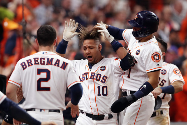 Cada pelotero de los campeones mundiales, los Astros de Houston, recibirá un bono que equivale a $438 mil, 901 dólares con 57 centavos.