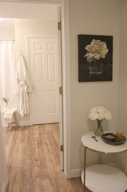Benjamin Moore Classic Gray paint on walls of hall and bath. #classicgray #blackandwhite