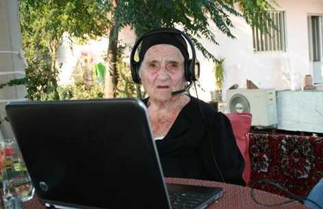 Wow! Inilah Nenek Paling Gaul Sedunia