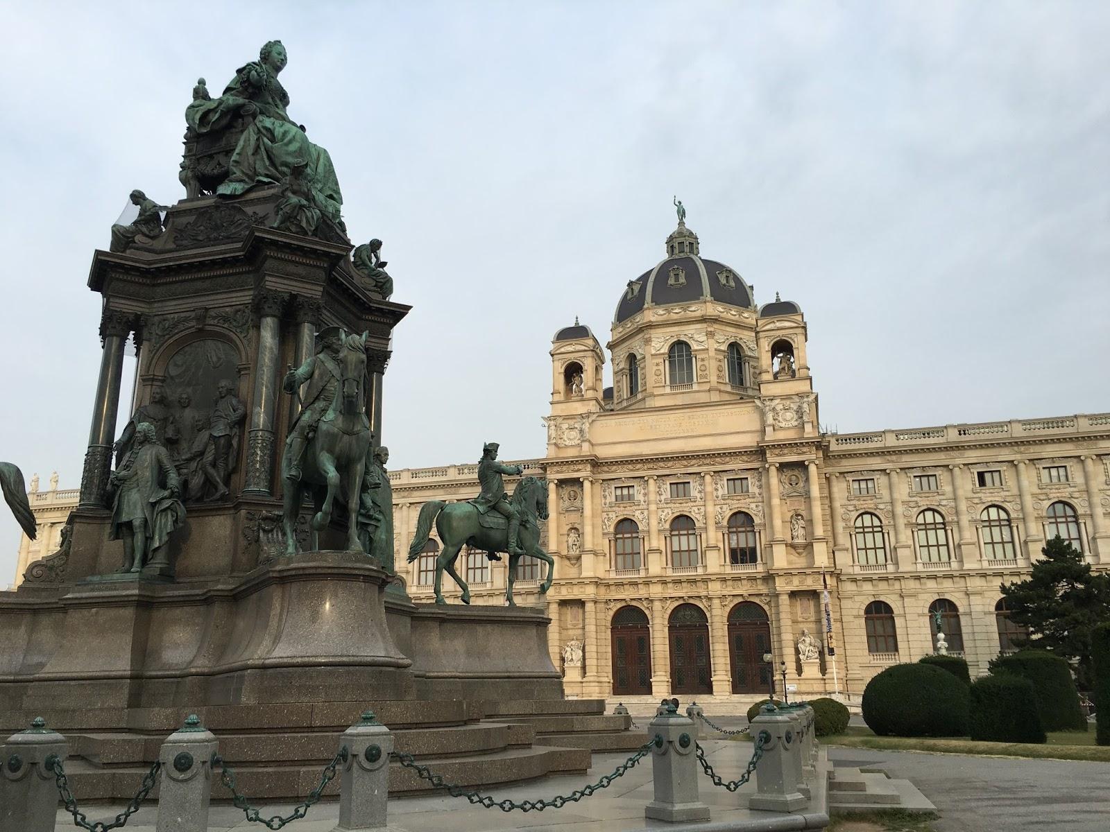 Vienna austria breathtaking gardens and architecture for Architecture vienne