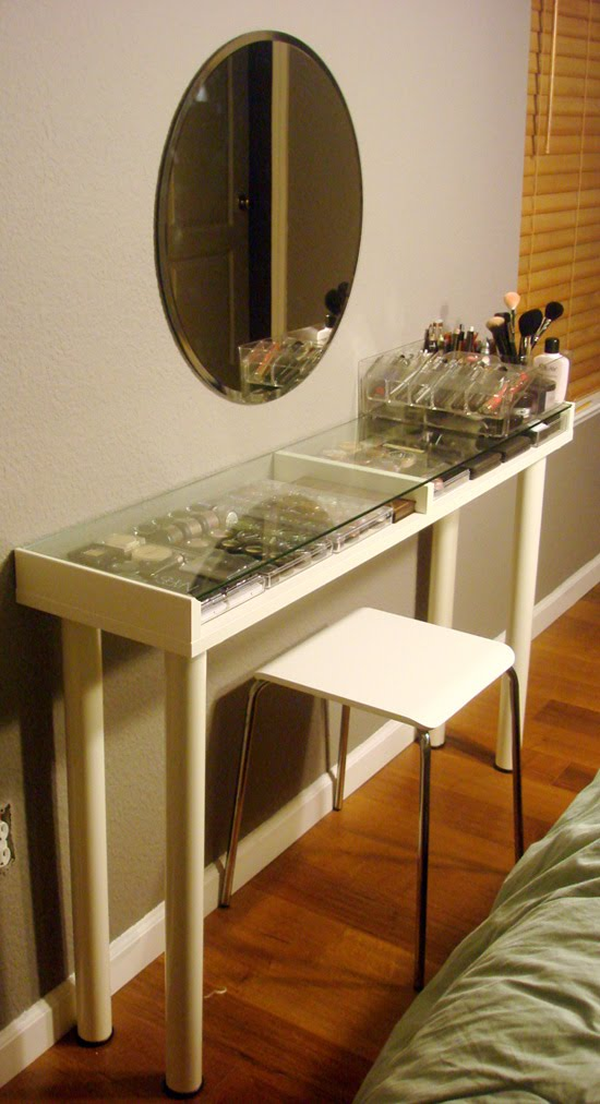 Makeup Vanity For Small Spaces Livemodern Your Best