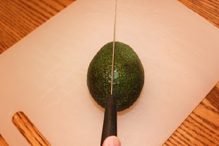 how to cut avocado with a knife