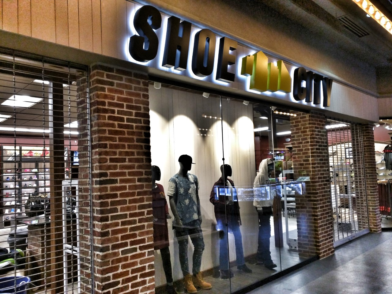 Oak Mill Mall Shoe Store