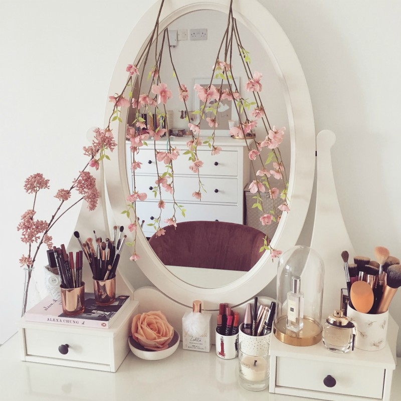 how to style your dressing table for each season