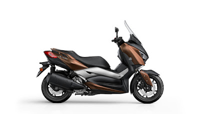 2017 Yamaha X-Max 300 scooter side look