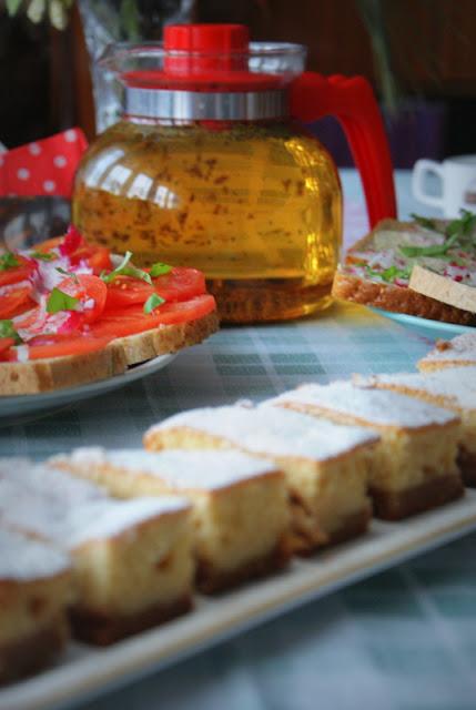 placek z jabłkami,szarlotka,jabłecznik,proste ciasto ucierane z jabłkami,proste ciasto,szybkie ciasto,jabłka,
