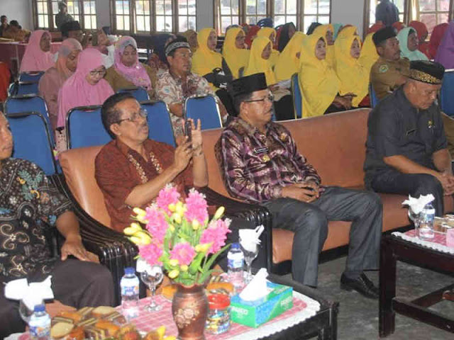 Yasin Payapo Buka Seleksi Keluarga Sakinah Teladan di SBB