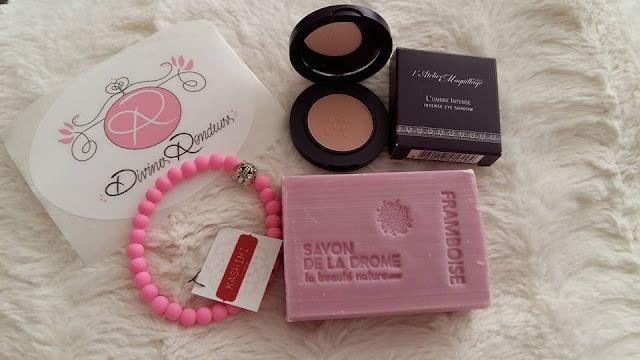 box-divines-rondeurs-avis-savon-bracelet