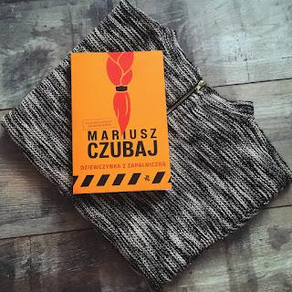"""""""Dziewczynka z zapalniczką"""" Mariusz Czubaj"""