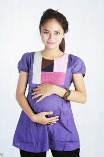 Model+baju+ibu+hamil+warna+baju+ungu+celana+hitam