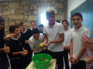 Apple bobbing game
