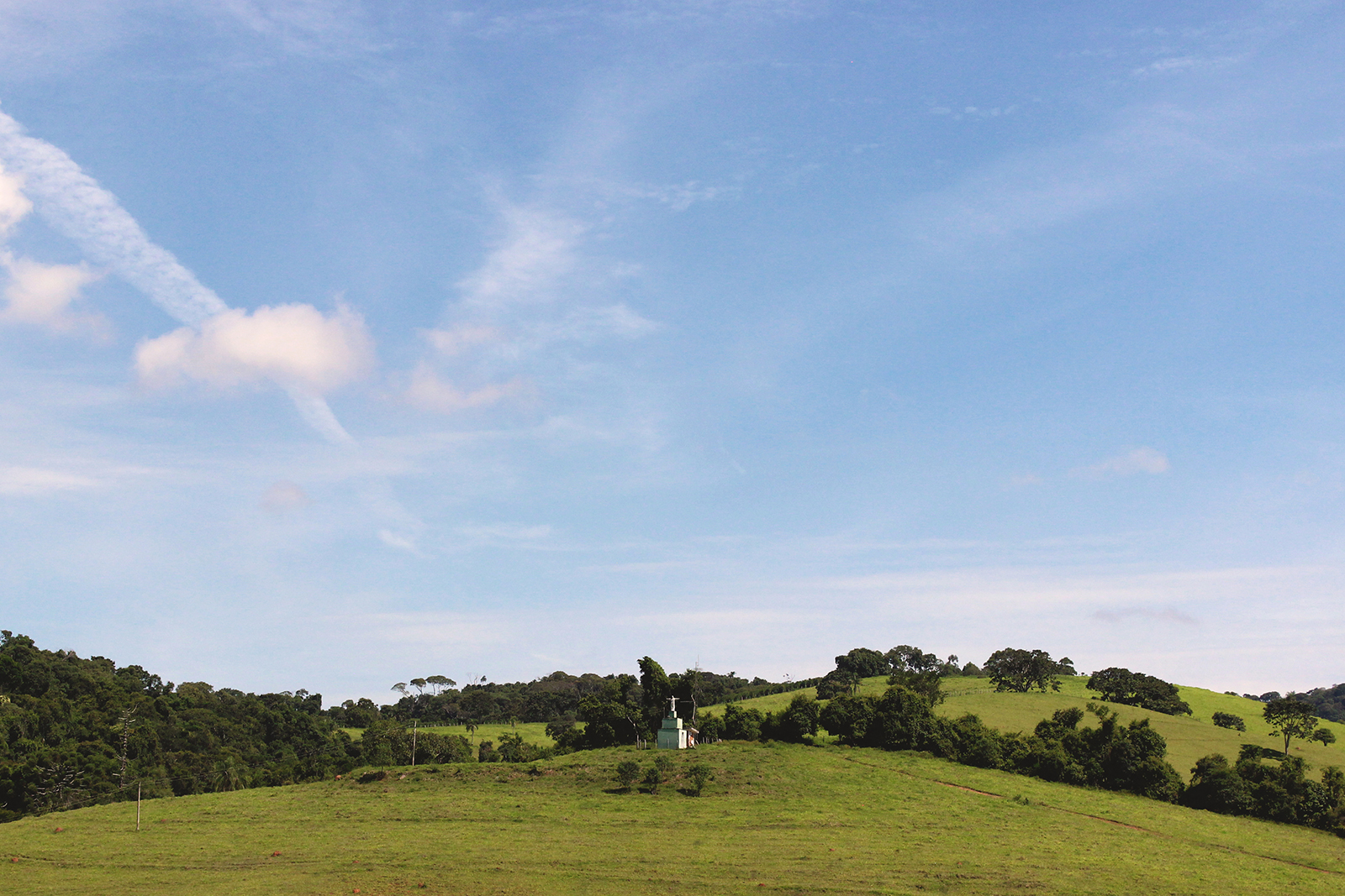estátua no meio do nada