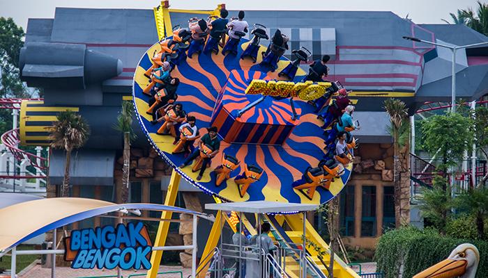 Wahana Bengok-bengok di Saloka Theme Park