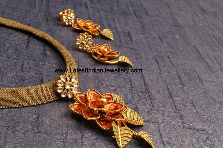Fancy Gold Necklace Floral Pendant