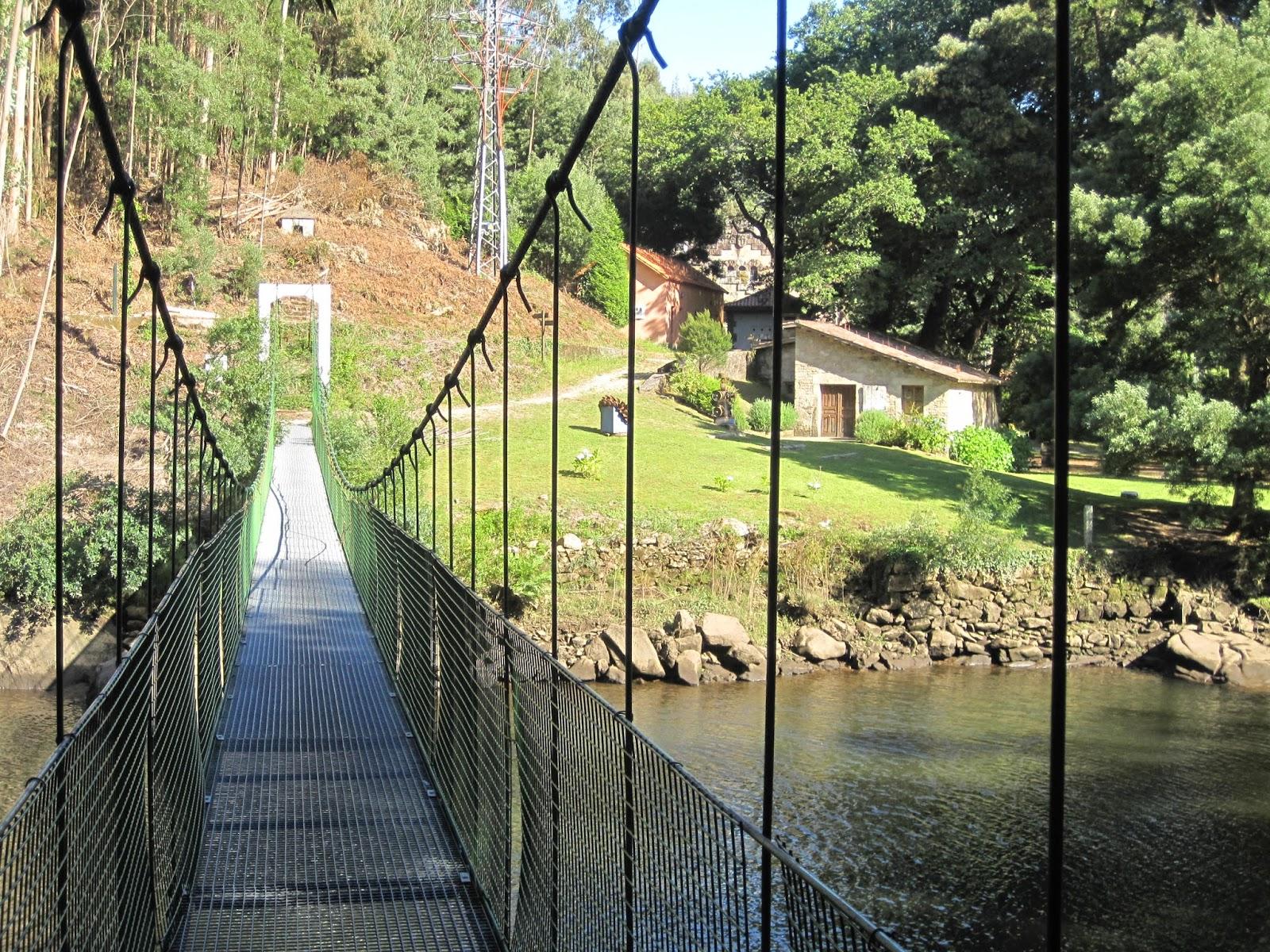 Puente Colgante en el río Tambre