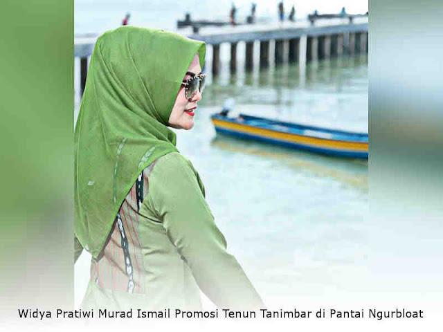 Widya Pratiwi Murad Ismail Promosi Tenun Tanimbar di Pantai Ngurbloat
