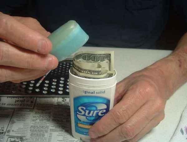 Lugares para esconder el dinero en casa. Bote de desodorante para esconder dinero
