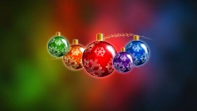 Wallpaper met gekleurde kerstballen