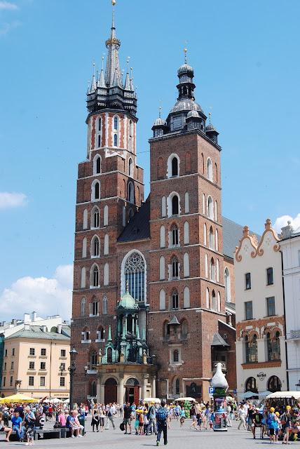 basilique Sainte-Marie sur la grande place de Cracovie
