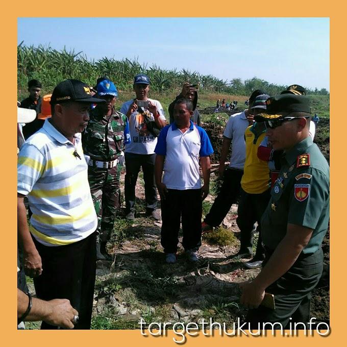 Upaya Untuk Memperoleh Air Guna Irigasi Pertanian Bersama Koramil Margorejo Kodim 0718 PATI Serta Masyarakat Petani