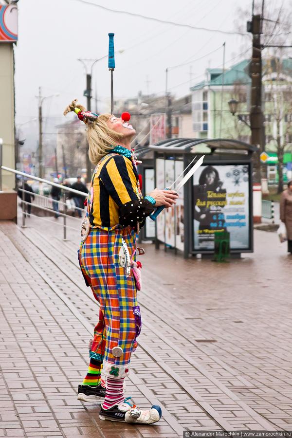 Клоун на центральном рынке в Саранске