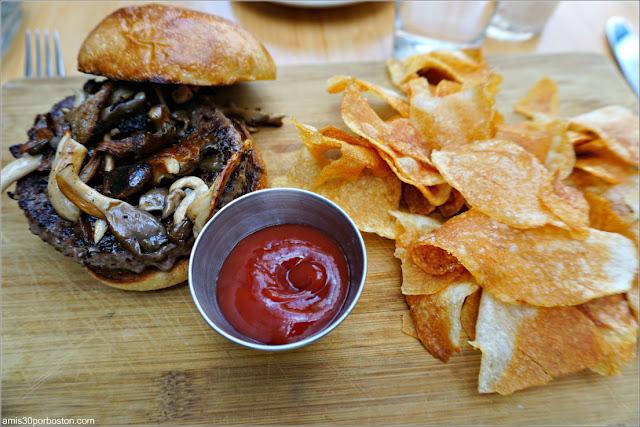 Smoky Mushroom & Provolone Burger en Viale