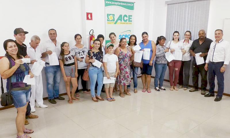e08f7fe4474a4 A Associação Comercial e Empresarial de Pilar do Sul promoveu na  quinta-feira (4) a entrega dos vale-compras da promoção  Fim de Ano Premiado