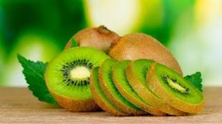 manfaat buah kiwi untuk turunkan panas anak, cara turunkan demam anak dengan buah kiwi