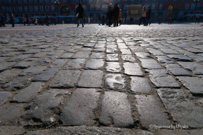 マドリードのマヨール広場の石畳