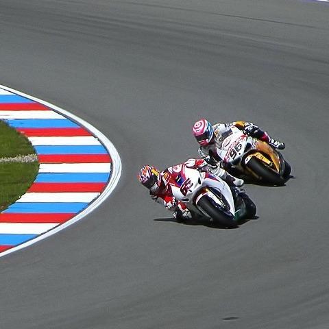 Q379 レース