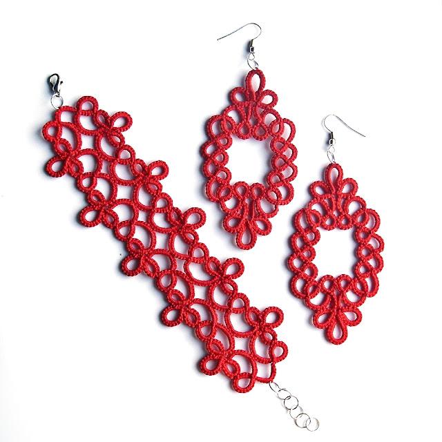 czerwona biżuteria koronkowa