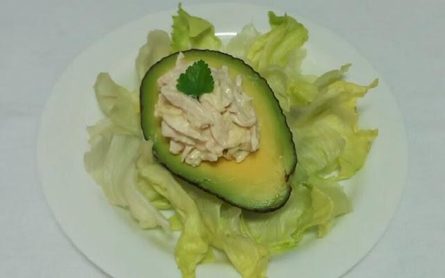 receta aguacates rellenos con ensalada de pollo