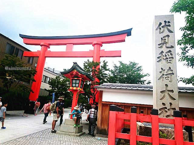 Suasana di fushimi inari taisha