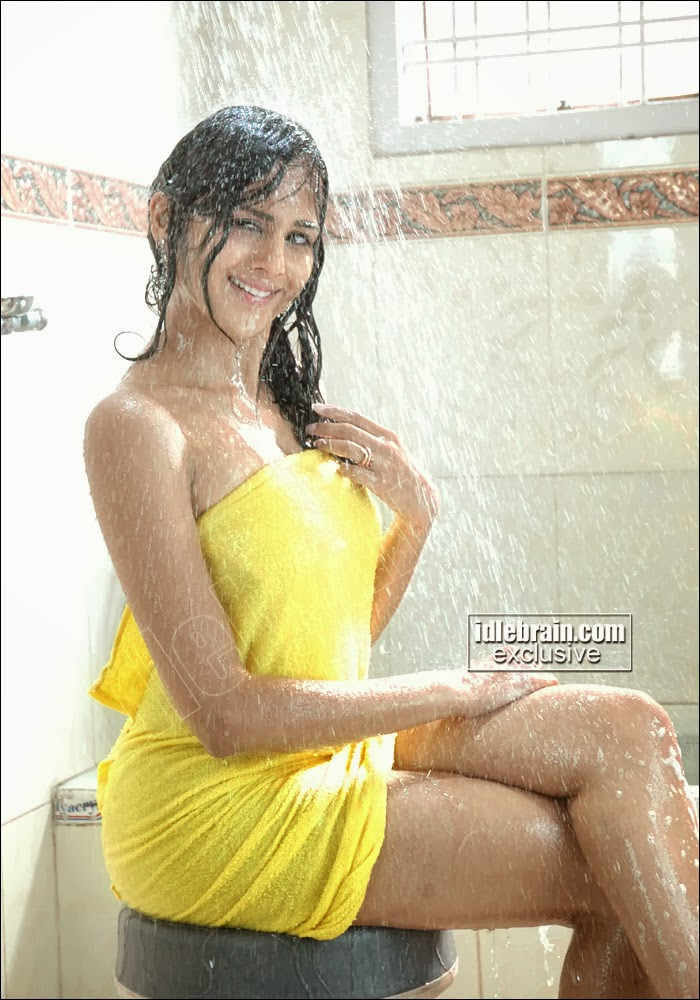 CINE HOT: South Indian girls in towel bathing dress - Very
