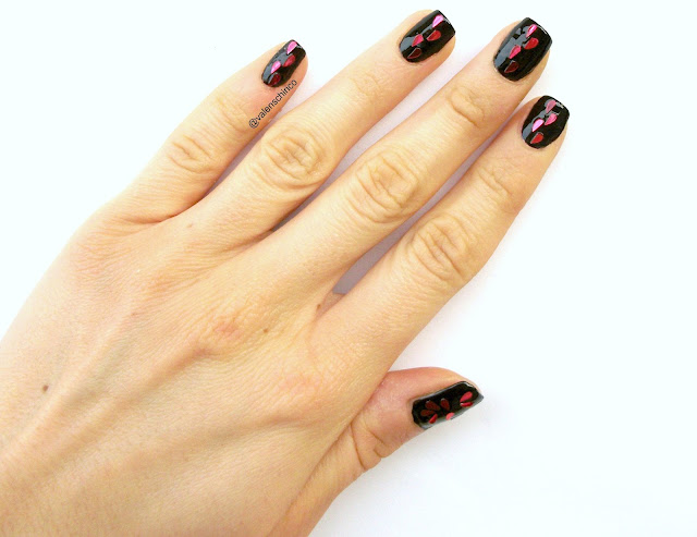 Anti-Valentine's day manicure, gothic nail art idea with broken heart glitters by Valentina Chirico
