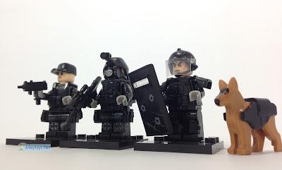 SWAT minifigures brickarms