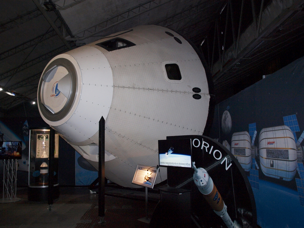 Potężna replika statku kosmicznego CST-100 Starliner | Fot: polskiastrobloger.pl