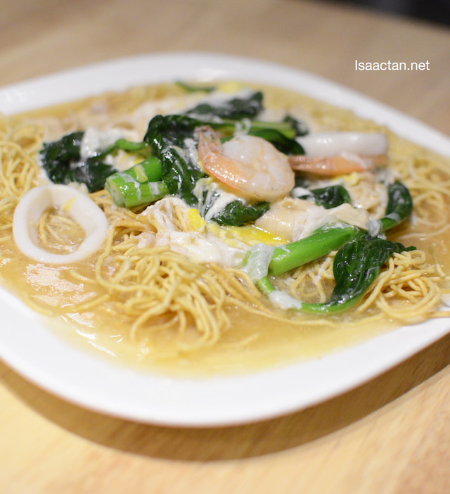 Stir Fried Seafood Chicken Shang Mee – RM19.90